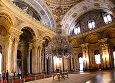 Ceremonial hall Dolmabahce March 2008 pano4.jpg