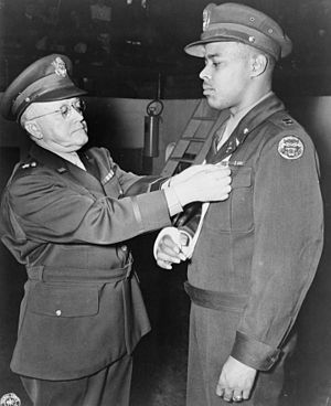 614th Tank Destroyer Battalion - Captain Thomas being awarded the Distinguished Service Cross, 1945