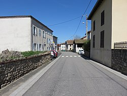 Chaumont-le-Bourg - Route traversant le village (D38).jpg