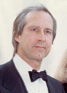 Foto de Ĉasi Ĉasado sekvante la 62 Akademiajn Premiojn en 1990.