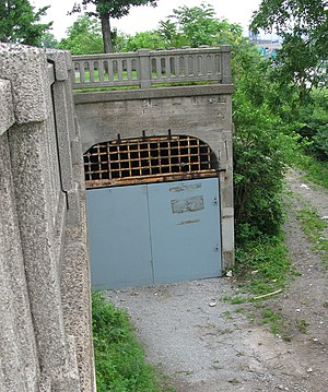 Cincinnati Subway - This tunnel entrance near the Western Hills Viaduct is clearly visible from Interstate 75.
