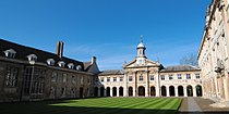 Cmglee Cambridge Emmanuel College Front Court.jpg