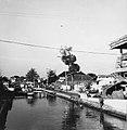 Collectie NMvWereldculturen, TM-20000923, Negatief, 'Gracht aan de Jalan Pekojan met op de voorgrond badende jongens', fotograaf Boy Lawson, 1971.jpg