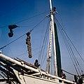 Collectie NMvWereldculturen, TM-20028101, Dia, 'Buginese prauw in de haven Sunda Kelapa', fotograaf Henk van Rinsum, 1980.jpg