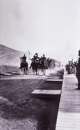 Fort Yellowstone - Company M, 1st Cavalry rides into Mammoth, 1886