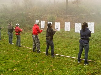 Defensive gun use - Image: Czech self defense training pic 03