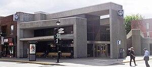 De L'Église station - Station's kiosks