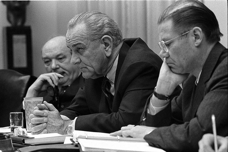 http://upload.wikimedia.org/wikipedia/commons/thumb/a/a5/Dean_Rusk,_Lyndon_B._Johnson_and_Robert_McNamara_in_Cabinet_Room_meeting_February_1968.jpg/800px-Dean_Rusk,_Lyndon_B._Johnson_and_Robert_McNamara_in_Cabinet_Room_meeting_February_1968.jpg