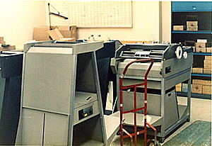 Continuous stationery - A decollator and a burster