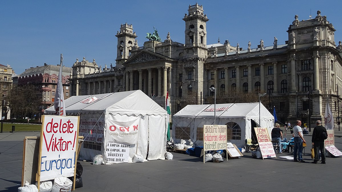 File:Delete Viktor Orbán protest camp in front of parliament (17111560584).jpg