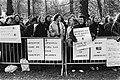 Demonstrerende vrouwen met spandoeken o.a. Amnestie voor de elf Spaanse vrouwe, Bestanddeelnr 930-5112.jpg