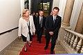 Der britische Außenminister Jeremy Hunt zum Gespräch bei Außenministerin Karin Kneissl (42885656515).jpg