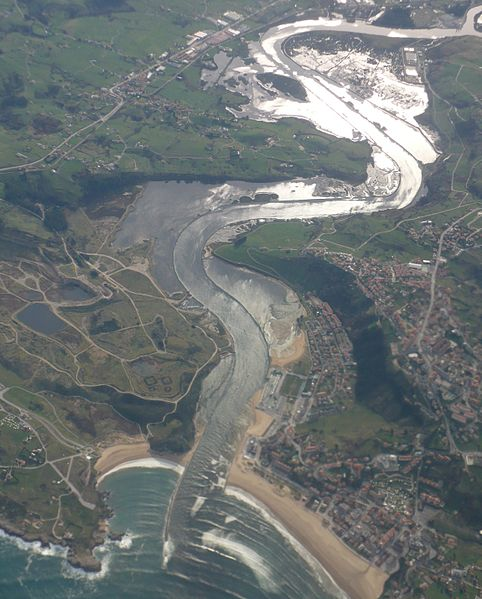 File:Desembocadura río Saja.jpg
