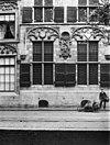 detail van de voorgevel van het gemeenlandshuis, vensters met luiken - delft - 20048691 - rce