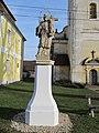 Dolní Lukavice - sv. Jan Nepomucký před kostelem svatého Petra a Pavla.JPG