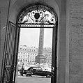 Doorkijkje naar de Colonne Vendôme, de triomfzuil op het Place Vendôme, Bestanddeelnr 254-0322.jpg