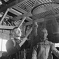 Drooglegging van de Wieringermeerpolder Vissers met fuiken, Bestanddeelnr 900-8330.jpg