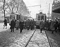 Drukte bij trams op Stationsplein te Amsterdam vanwege slechte weer, Bestanddeelnr 916-0579.jpg