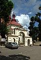 Dynów, brána ke kostelu.jpg