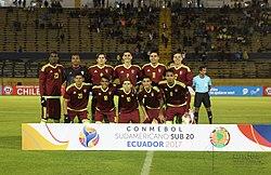 Jugadores de la selección sub-20 previo a un partido del Campeonato  Sudamericano de Fútbol Sub-20 de 2017. 3eee64950bd53
