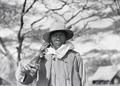 ETH-BIB-Einheimischer Jäger im Serengeti-Camp-Kilimanjaroflug 1929-30-LBS MH02-07-0074.tif