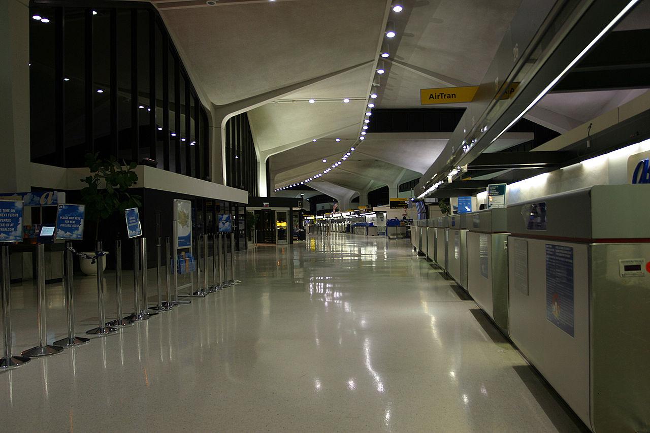 File Ewr Terminal A 2005 Night Jpg Wikimedia Commons