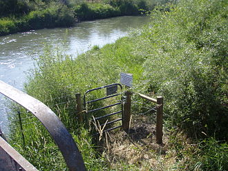 Montana Stream Access Law - Favorable posted county road bridge crossing on East Gallatin River near Belgrade, MT