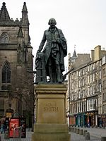 Statue d Adam Smith � �dimbourg