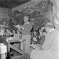 Een van de oudste leden van de kibboets leest voor bij de viering van sederavond, Bestanddeelnr 255-0663.jpg