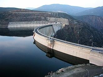El Atazar Dam - Image: El Atazar dam view 01