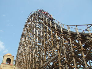 El Toro (Six Flags Great Adventure) - A train on the second hill