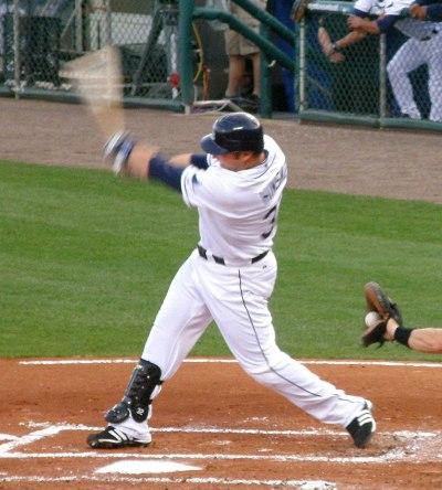 Eric Hinske bats 4 lr