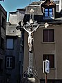 Espalion place du Puits crucifix.jpg