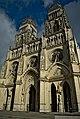 Façade de la cathédrale d'Orléans.jpg