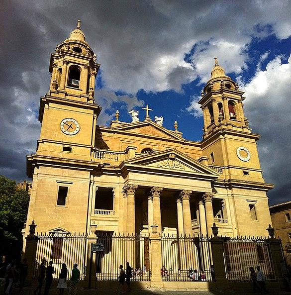 File:Fachada catedral de pamplona.jpg