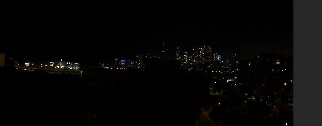 File:Failed nighttime panorama of downtown Toronto, 2015 07 10 JPG