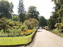 http://upload.wikimedia.org/wikipedia/commons/thumb/a/a5/FlowerWalk_KensingtonGardens.jpg/220px-FlowerWalk_KensingtonGardens.jpg