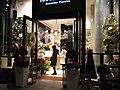 Flower Shop Hanahiro in Marunouchi, Tokyo (丸の内) - panoramio.jpg