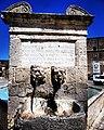 Fontana ottagonale Palazzo Adriano dettagli.jpg