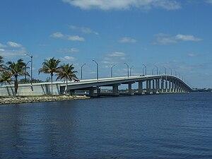 Edison Bridge (Florida) - Image: Fort Myers FL US 41 Edison Bridge west 01