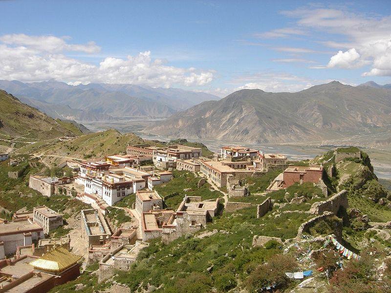 Монастырь Ганден находится на высоте 4500 метров