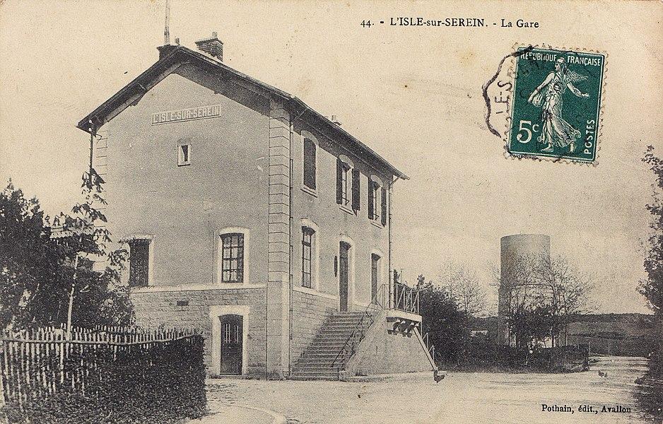 Gare de L'Isle-sur-Serein sur la ligne d'Avallon à Nuits-sous-Ravières.
