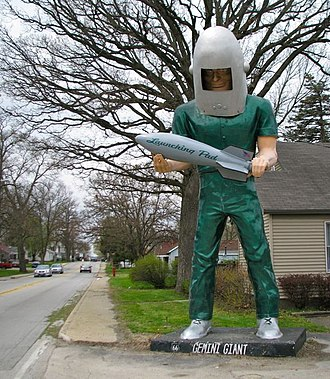 Muffler Men - The Gemini Giant at the Launching Pad, a drive-in restaurant in Illinois