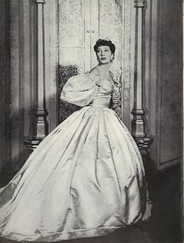 Gertrude Lawrence as Anna.jpg