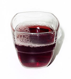 English: Glass of grape juice. Français : Jus ...