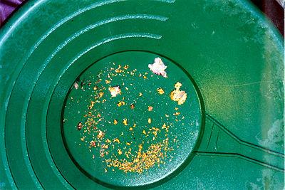 Modern vaskpanna med guld