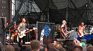 Goldfinger vive en Filadelfia en junio de 2008. De izquierda a derecha: Darrin Pfeiffer, Kelly LeMieux, John Feldmann y Charlie Paulson