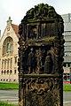 Grabstele Jeremias Sutel Bildhauer Ludolf Witte Blick vom Alten-St.-Nikolaifriedhof Richtung Kestner-Gesellschaft.jpg