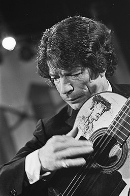 Grand Gala du Disque in de RAI. Gitarist Manitas de Platas uit Spanje, Bestanddeelnr 921-1451