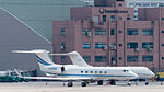 Gulfstream V N328MM Taxiing at Taipei Songshan Airport 20150913a.jpg